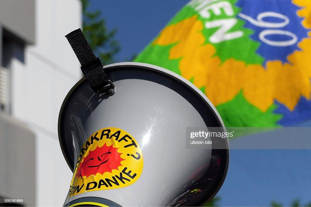 Megaphon Mit Atomkraft Nein Danke Aufkleber Und Ein Banner