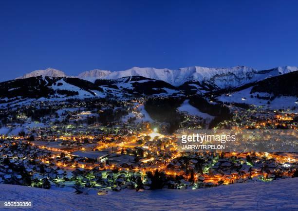 Mege?ve et le Massif du Mont-Blanc de nuit, 10 février 2015, Haute-Savoie, France.