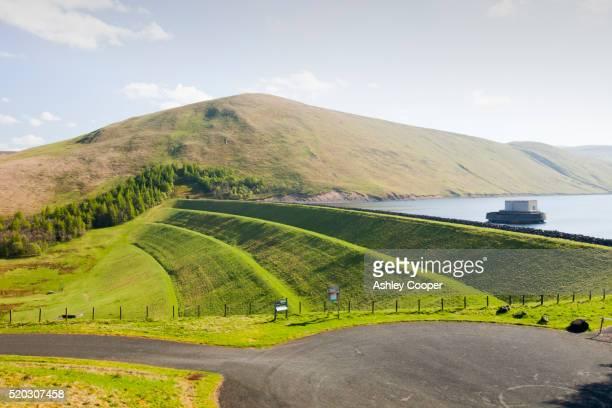 megget reservoir near broad law in the scottish southern uplands - planalto - fotografias e filmes do acervo