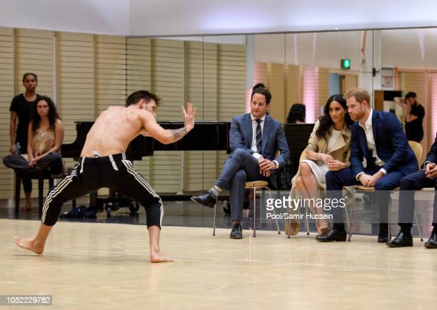 DAYS*** Meghan Duchess of Sussex and Prince Harry Duke of Sussex watch a rehearsal of Spirit 2018 by the Bangarra Dance Theatre at the Sydney Opera...