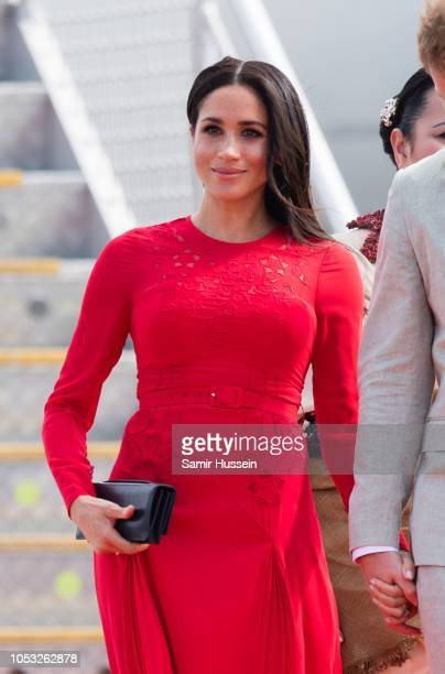 Meghan Duchess of Sussex arrives at Nuku'alofa airport on October 25 2018 in Nuku'alofa Tonga The Duke and Duchess of Sussex are on their official...