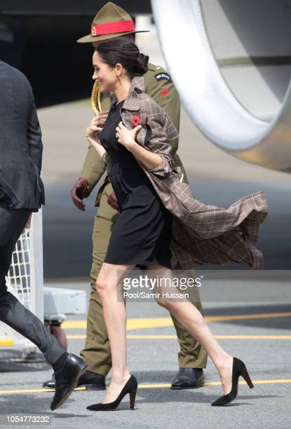 Meghan Duchess of Sussex arrives at Wellington airport on October 28 2018 in Wellington New Zealand The Duke and Duchess of Sussex are on their...