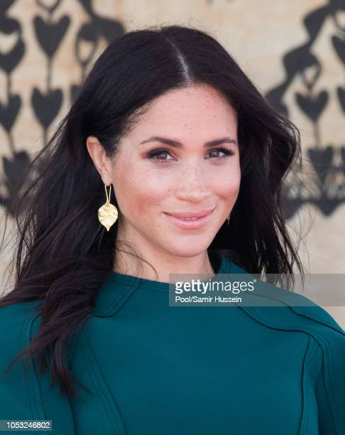 Meghan Duchess of Sussex attend attend the unveiling of the Labalaba Statue on October 25 2018 in Nadi Fiji The Duke and Duchess of Sussex are on...