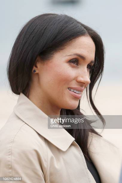 Meghan Duchess of Sussex attends a beach cleanup on South Melbourne Beach on October 18 2018 in Melbourne Australia The Duke and Duchess of Sussex...