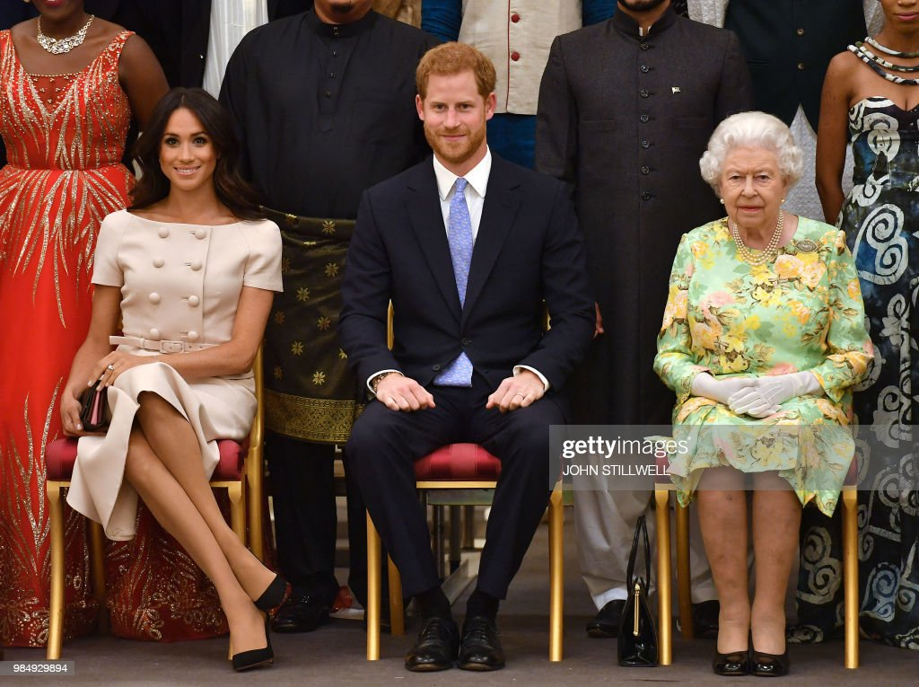 TOPSHOT-BRITAIN-ROYALS-AWARD : News Photo