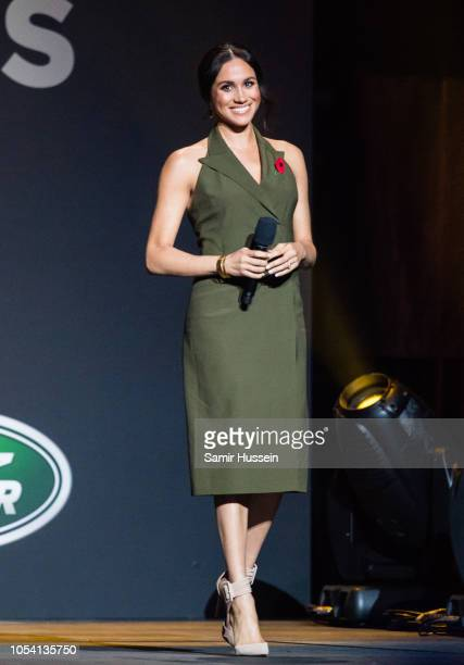 Meghan Duchess of Sussex gives a speech at the closing ceremony of the Invictus Games on October 27 2018 in Sydney Australia The Duke and Duchess of...