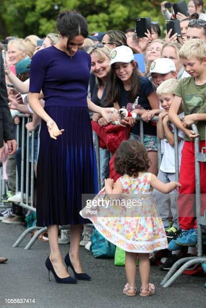 Meghan Duchess of Sussex greets the public at the public walkabout at the Rotorua Government Gardens on October 31 2018 in Rotorua New Zealand The...