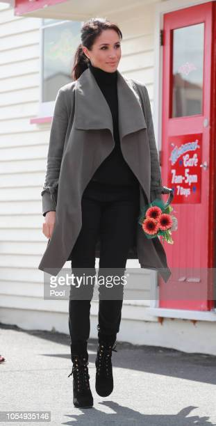 Meghan Duchess of Sussex meets children during a visit to Marenui Cafe on October 29 2018 in Wellington New Zealand The Duke and Duchess of Sussex...