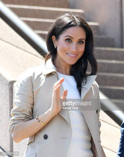 Meghan Duchess of Sussex meets members of the public outside the Sydney Opera House on October 16 2018 in Sydney Australia The Duke and Duchess of...