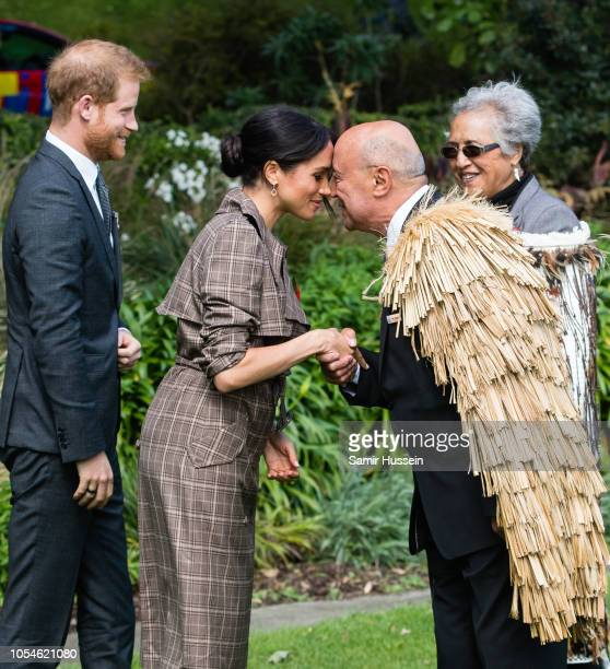 Meghan Duchess of Sussex performs a hongi as she attends a traditional welcome ceremony on the lawns of Goverment House on October 28 2018 in...