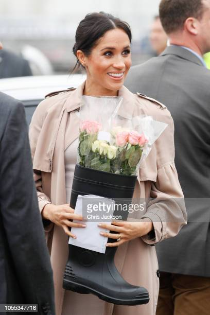 Meghan Duchess of Sussex recieves flowers in boot from fans during 'Walkabout' on October 30 2018 in Auckland New Zealand The Duke and Duchess of...