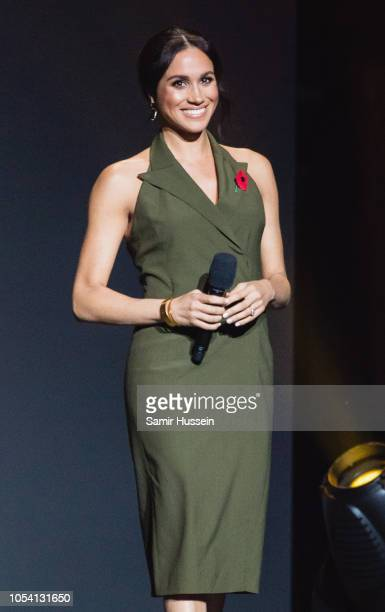 Meghan Duchess of Sussex speaks on stage at the Invictus Games Sydney 2018 Closing Ceremony at Qudos Bank Arena on October 27 2018 in Sydney...