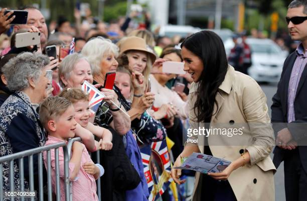 Meghan Duchess of Sussex speaks to members of the public as she arrives at the Royal Botanic Gardens on October 18 2018 in Melbourne Australia The...