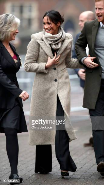 Meghan Markle visits Reprezent 1073FM on January 9 2018 in London England The Reprezent training programme was established in Peckham in 2008 in...