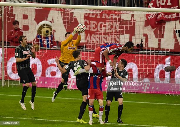 Mehdi Benatia fliegt durch den Strafraum waehrend Torwart Roman Buerki den Ball rausboxt waehrend dem Fussball Bundesliga Spiel FC Bayern Muenchen...