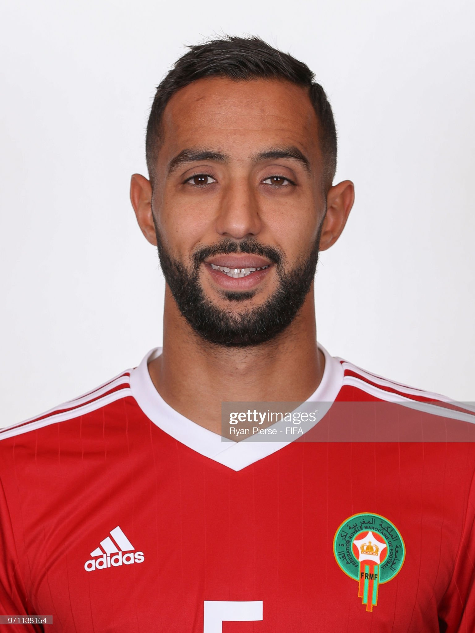 Norteafricanos Mehdi-benatia-of-morocco-poses-during-the-official-fifa-world-cup-picture-id971138154?s=2048x2048
