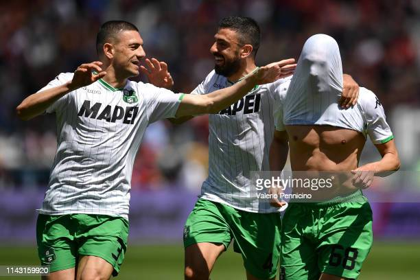 Mehdi Bourabia of US Sassuolo celebrates after scoring the opening goal with team mates Francesco Magnanelli and Merih Demiral during the Serie A...
