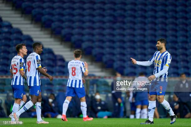 Mehdi Taremi of FC Porto celebrates with his team mates after scoring his team's fourth goal during the Liga NOS match between FC Porto and SC...