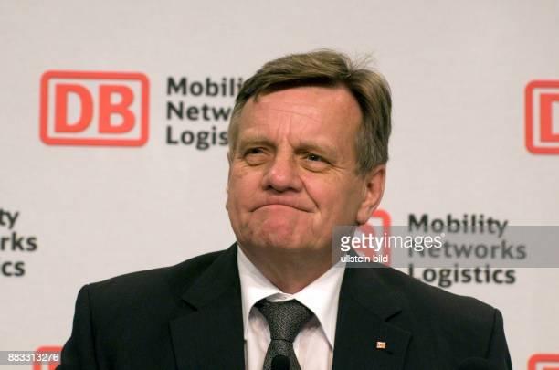 Mehdorn Hartmut Vorstandsvorsitzender Deutsche Bahn AG D auf der Bilanzpressekonferenz bietet seinen Ruecktritt an