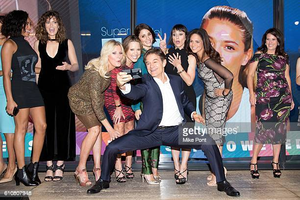 Mehmet Oz takes a selfie with Herizen Guardiola Mandy Moore Sandra Lee Hannah Storm Shiri Appleby Constance Zimmer Soledad O'Brien and Lisa Oz at the...
