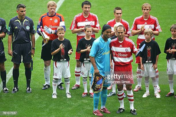 Mehmet Scholl of Bayern poses with Ronaldinho of Barcelona prior to the Franz Beckenbauer Cup match between Bayern Munich and Barcelona at the...
