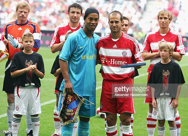 Mehmet Scholl of Munich poses with Ronaldinho of Barcelona prior to the Franz Beckenbauer Cup match between Bayern Munich and Barcelona at the...