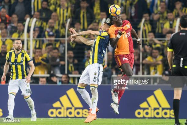Mehmet Topal of Fenerbahce SK Bafetimbi Gomis of Galatasaray SK during the Turkish Spor Toto Super Lig match Fenerbahce AS and Galatasaray AS at the...