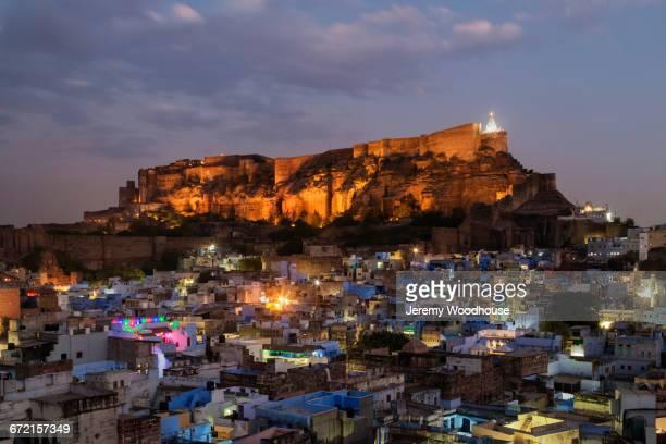 mehrangarh fort at night in jodhpur, rajasthan, india - jodhpur stock pictures, royalty-free photos & images