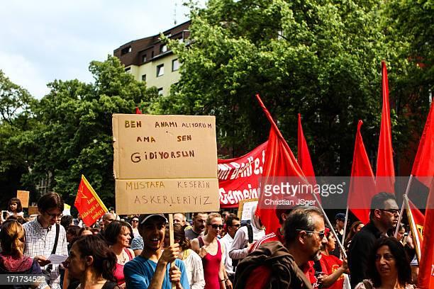 Mehrere tausend Mesnchen aus den verschiedensten politischen Spektren nahmen heute an einer Grossdemonstration zur Unterstützung der Proteste in der...