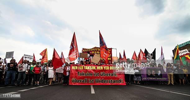 CONTENT] Mehrere tausend Mesnchen aus den verschiedensten politischen Spektren nahmen heute an einer Grossdemonstration zur Unterstützung der...