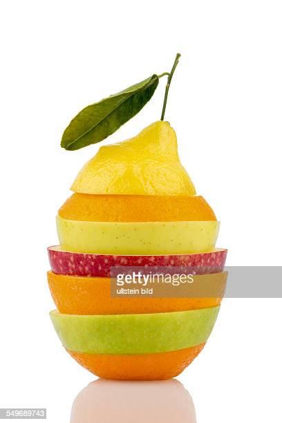 Mehrere verschiedene Scheiben von frischen Früchten mit vielen Vitaminen