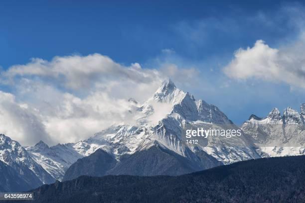 meili snow mountain - shangri la stockfoto's en -beelden