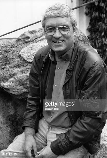 Meiser Hans * Fernsehmoderator D Halbportrait 1993