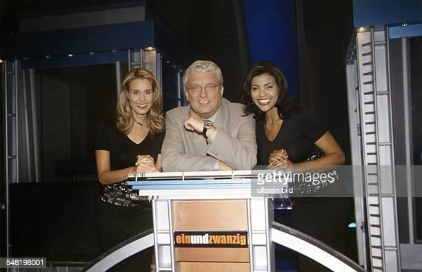 Meiser Hans * Fernsehmoderator D mit seinen beiden Assistentinnen Claudia Lindner und Sonia Alves 2000