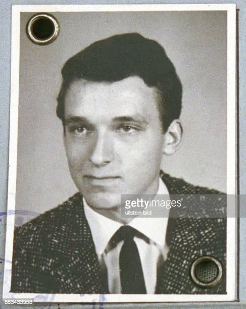 Meiser Hans * Fernsehmoderator D Portrait Passfoto in seinem Fuehrerschein von 1964