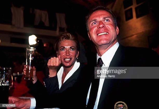 MEISTER 1997 Meisterschaftsfeier in Leutstetten 010697 Karl Heinz RUMMENIGGE Ehefrau MARTINA