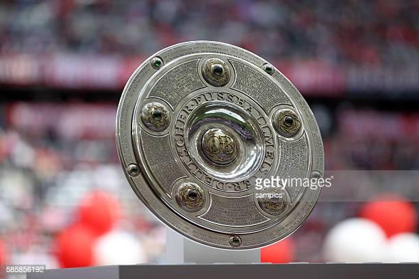 Meisterschale deutsche Fussball Meisterschaft des FC Bayern München 1 Bundesliga Fussball FC Bayern München - VfB Stuttgart Saison 2013 / 2014 Trikot...