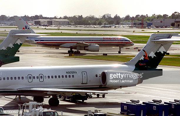 MEJwaJetRDL An American Airlines jet prepares to take off at John Wayne Airport TIMES PHOTO BY ^^^