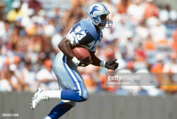 Mel Gray of the Detroit Lions returns a kickoff against the Tampa Bay Buccaneers during an NFL football game November 10 1991 at Tampa Stadium in...