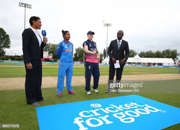 Mel Jones Mithali Raj of India Heather Knight of England and match referee Ritchie Richardson during the coin toss prior to the ICC Women's World Cup...