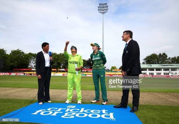 Mel Jones Sana Mir of Pakistan Dane van Niekerk of South Africa and match referee Steve Bernard during the coming toss prior to the ICC Women's World...