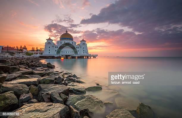 melaka strait mosque (masjid selat), malacca, malaysia - melaka state stock pictures, royalty-free photos & images