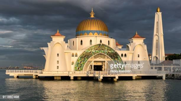 melaka straits mosque - melaka state stock pictures, royalty-free photos & images