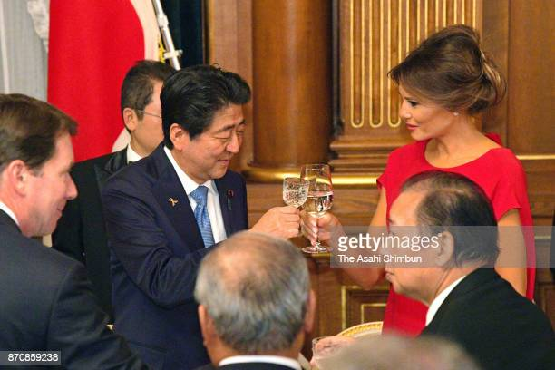 Melania Trump wife of US President Donald Trump and Japanese Prime Minister Shinzo Abe toast glasses during the dinner hosted by Abe at the prime...
