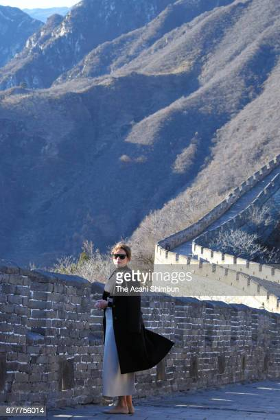 Melania Trump wife of US President Donald Trump visits the Great Wall on November 10 2017 in Beijing China