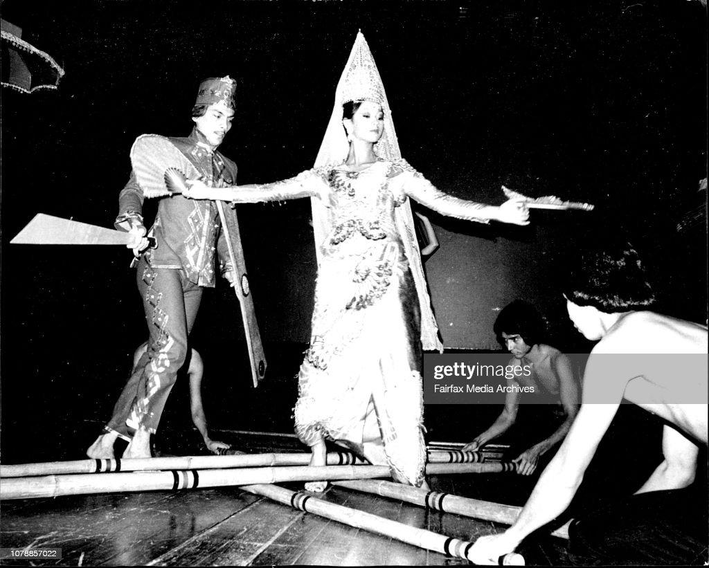 Melanie Bernardez, the princess and Robert Tongko perform
