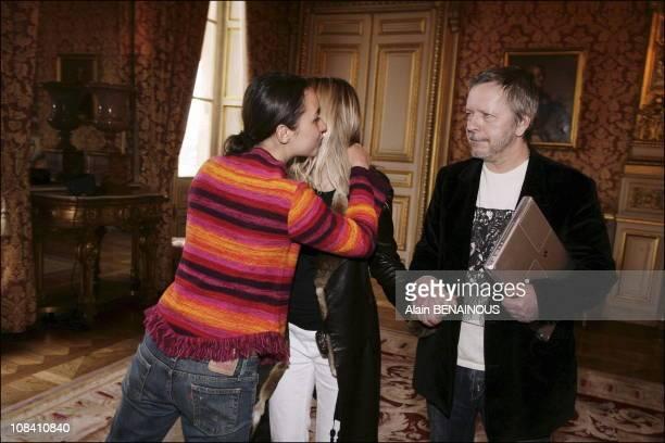 Melanie Betancourt, Romane Serda and Renaud in Paris, France on February 22, 2006.