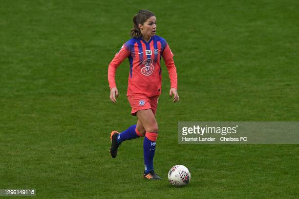 Melanie Leupolz of Chelsea runs with the ball during the Barclays FA Women's Super League match between Reading Women and Chelsea Women at Madejski...