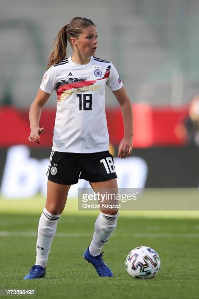 Melanie Leupolz of Germany runs with the ball during the UEFA Women's EURO 2022 Qualifier match between Germany and Ireland at Stadion Essen on...