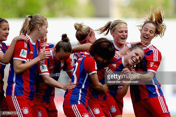 Melanie Leupolz of Muenchen celebrates scoring the opening goal with her team mates during the Allianz FrauenBundesliga match between FC Bayern...